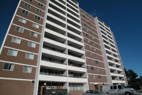 Magnificent 3 Bedroom Apartments For Rent At 560 Birchmount Road Home Interior And Landscaping Oversignezvosmurscom